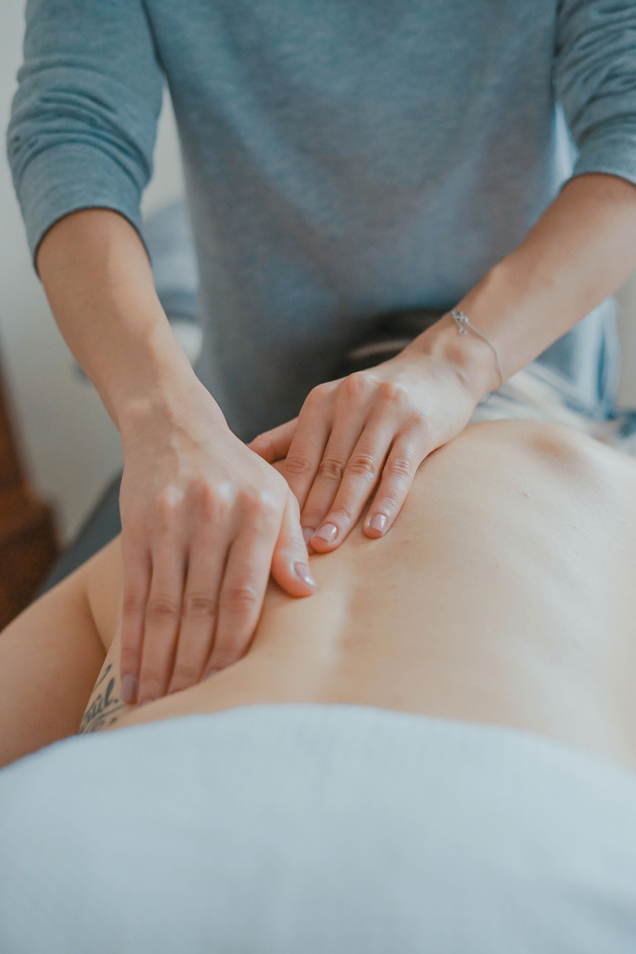 massage therapy - Camelback Medical Centers can treat your pain with our expert massage therapy. Contact one of our locations in Phoenix, Scottsdale, or Naperville, IL.